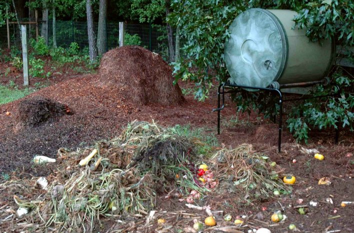 Rodents can be controlled using a closed=bom composting system