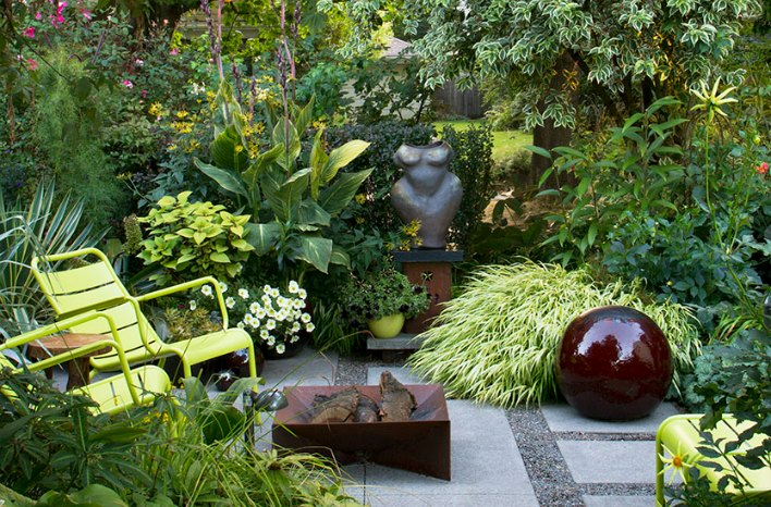 Small Space Garden Design Monochromatic