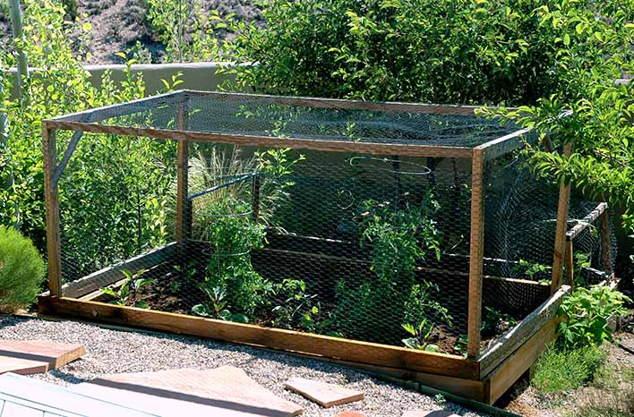 Enclosed garden bed