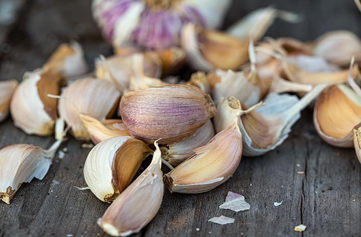 Garlic cloves on table