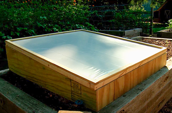 Closed cold frame