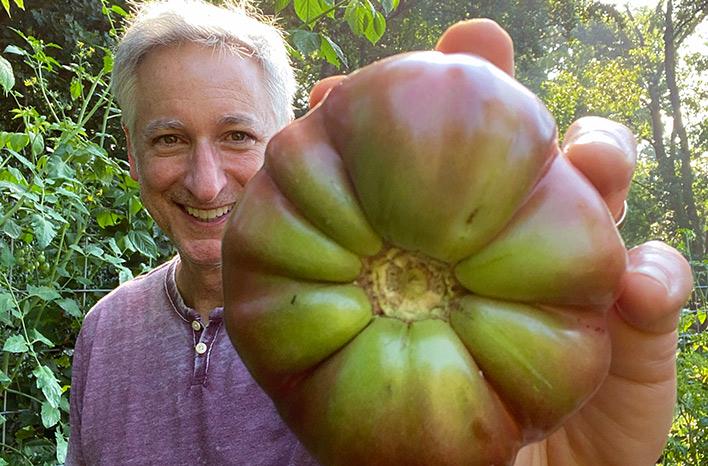 Joe Lamp'l and tomato