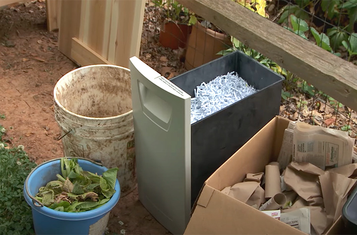 Kitchen scraps, shredded paper and cardboard tubes can all go in a worm bin. The smaller the pieces are, the quicker they will be turned into castings.
